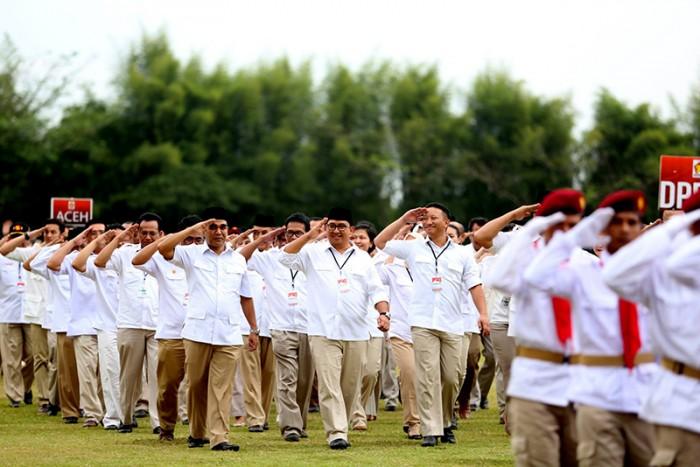 http://fadlizon.com/uploads/berita/Apel-Nasional-Kader-Partai-Gerindra-1-700x467.jpg