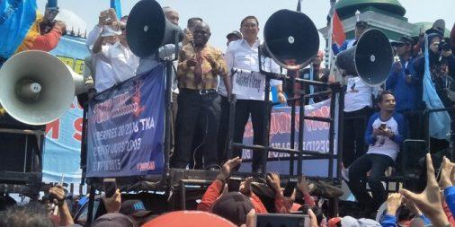 Fadli Zon & Amien Rais ikut temui para buruh di depan DPR
