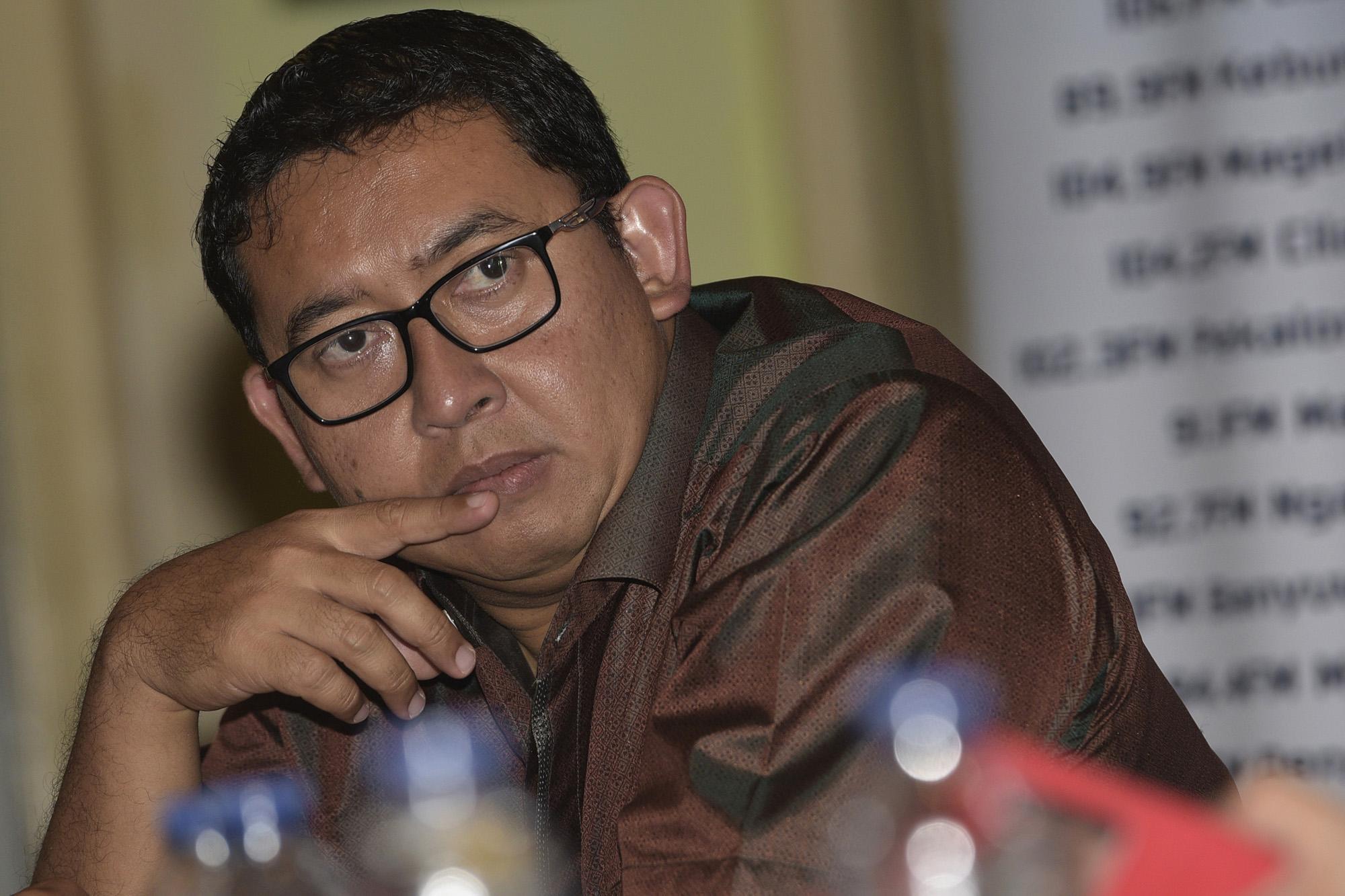 Wakil Ketua Umum Partai Gerindra Fadli Zon menjadi narasumber dalam diskusi bertajuk Reshuffle Datang Parpol Tegang di Jakarta, Sabtu (7/11). Diskusi tersebut membahas isu reshuffle jilid kedua Kabinet Kerja dan kaitannya dengan partai politik. ANTARA FOTO/Sigid Kurniawan/nz/15.