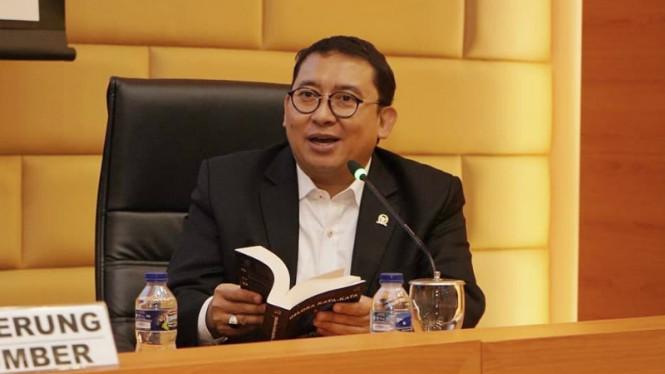 Vaksin Berbayar Dibatalkan, Fadli Zon Minta Jokowi Ambil Alih Komando Penanganan Covid-19
