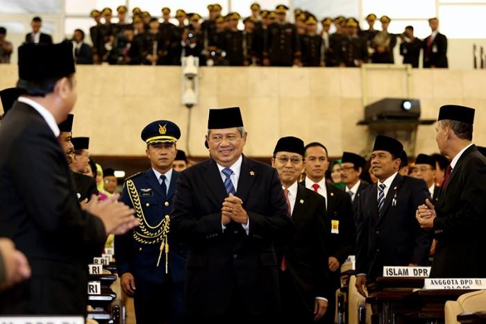 http://fadlizon.com/uploads/berita/Pelantikan-Anggota-DPR-RI-Periode-2014-2019-3-700x467.jpg
