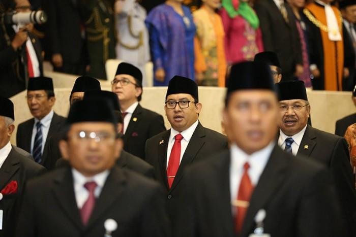 http://fadlizon.com/uploads/berita/Pelantikan-Anggota-DPR-RI-Periode-2014-2019-4-700x467.jpg