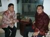 GM Utut Adianto, di Fadli Zon Library, 20 Oktober 2009. Menandatangani 5 buah papan catur di sini